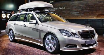 Mercedes-Benz_E_500_T_with_roofbox_IAA_2009